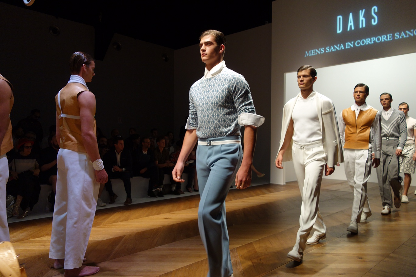 FASHION TRENDS APPROPRIATE FOR BUSINESS